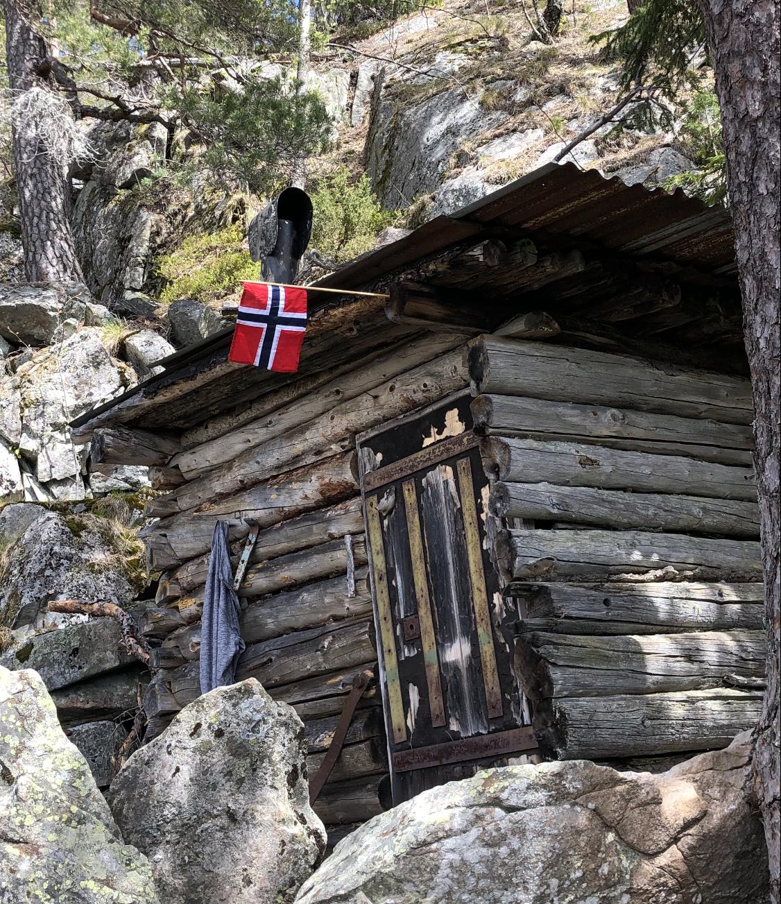 Rolighetstjern og ørneredet på Vestre Hoppefjell på 17.mai!